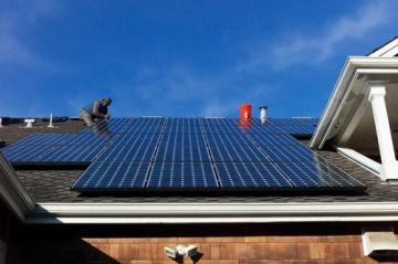 Tấm năng lượng lắp trên mái ngoái hòa lưới